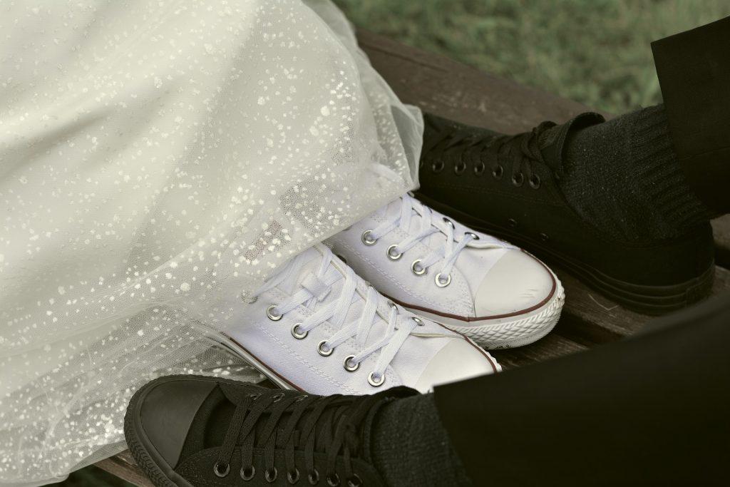 Как почистить белые кроссовки, чтобы они выглядели опрятно