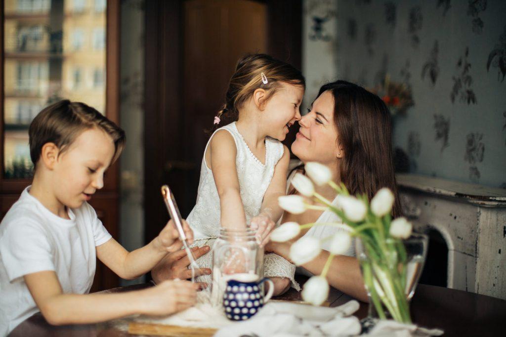 Чем занять ребенка дома? 6 простых и увлекательных игр