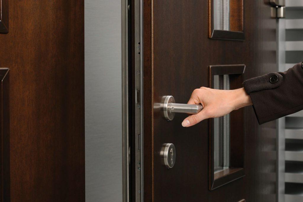 Как выбрать входную дверь в квартиру? 3 важных правила