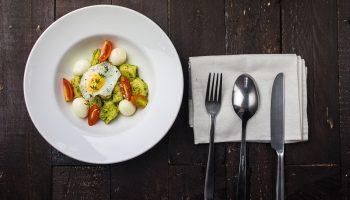Топ-4 негативных установок за столом, которые мешают вам похудеть