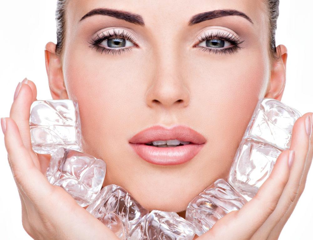 Протирание лица льдом: польза и вред