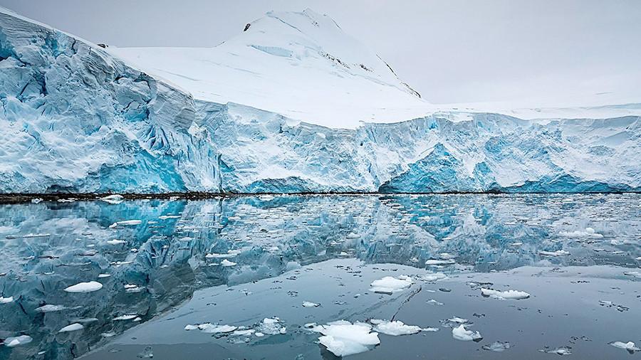Необычные явления природы: в антарктических льдах обнаружены огромные дыры
