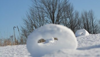 Снежные рулоны: необычное явление зафиксировано в нескольких странах мира