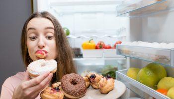 «Не могу отказаться от вкусняшек»: продукты, вызывающие зависимость