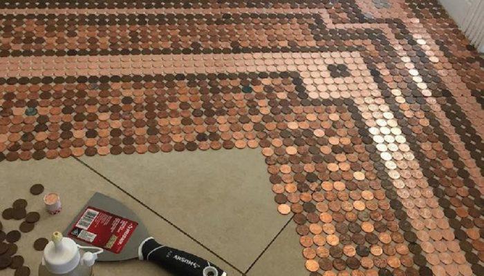 Творческое украшение пола: ювелир использует 7500 монет для почвы под ногами