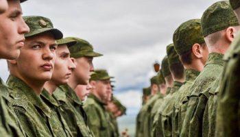 «Не шагом- марш!»: выпускники школ не будут призваны на службу в 2020 году