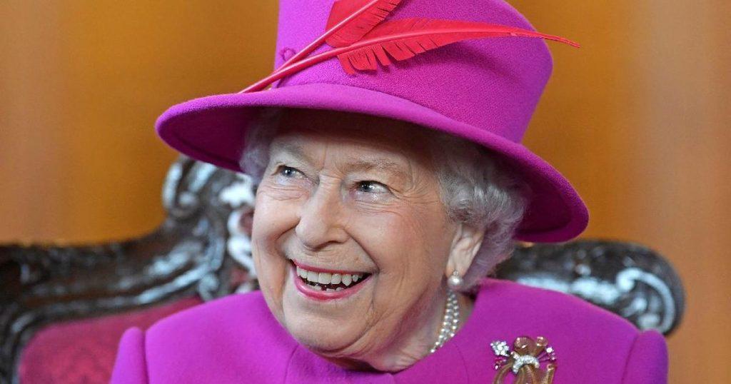 Елизавета II отпраздновала день рождения: королева утонченного стиля