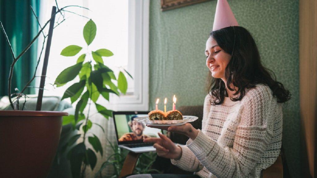 День рождения по видеосвязи: 34 идеи подписей для фото в Instagram