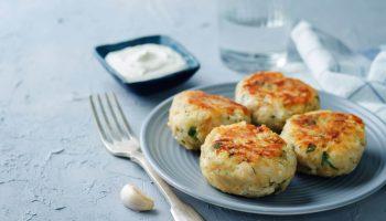 Жареное пюре с мукой и яйцом: интересная закуска, которая понравится вашей семье