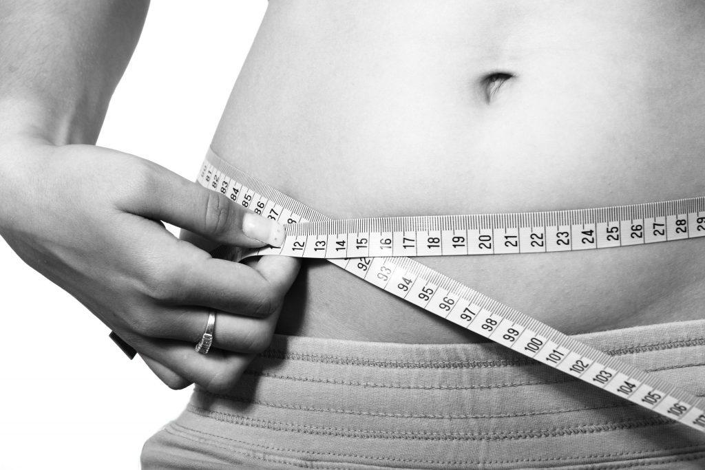 Плоский животик: 4 эффективных упражнения для начинающих
