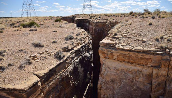 Раскол континента: огромная трещина в пустыне Аризона становится опасной