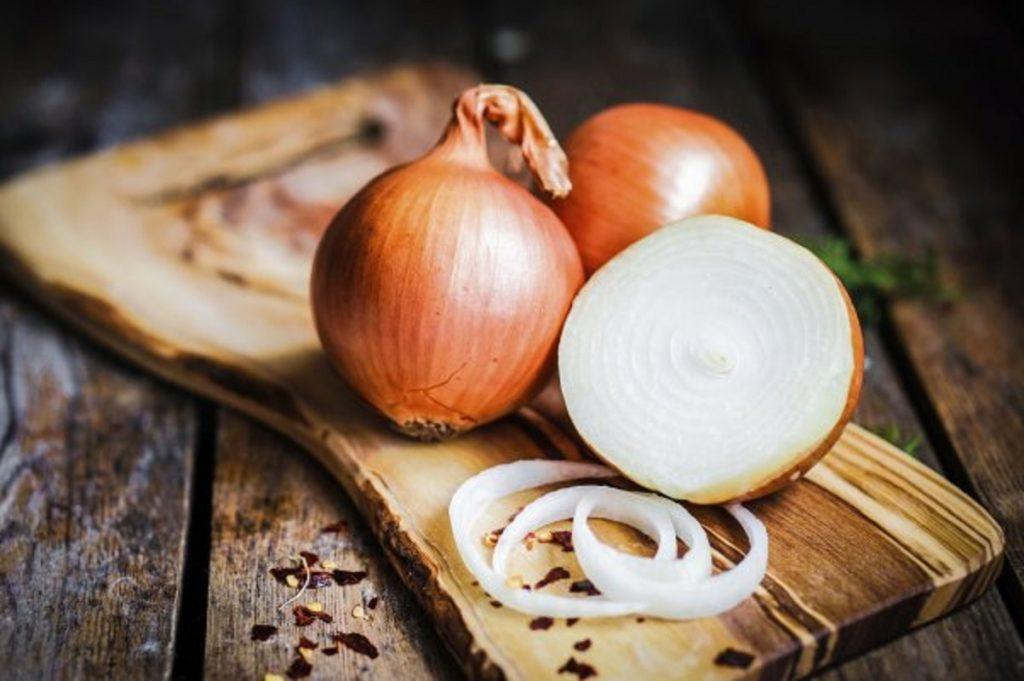 «Лук от семи недуг»: неплохой помощник по хозяйству, который пригодится не только на кухне