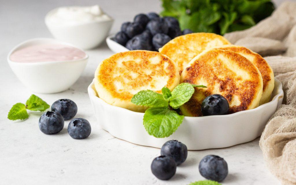 Творожные сырники, которые по вкусу не уступают магазинным: простой рецепт
