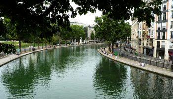 Велосипеды и мотоциклы: что нашли на дне канала Сен-Мартен в Париже, после того как его осушили