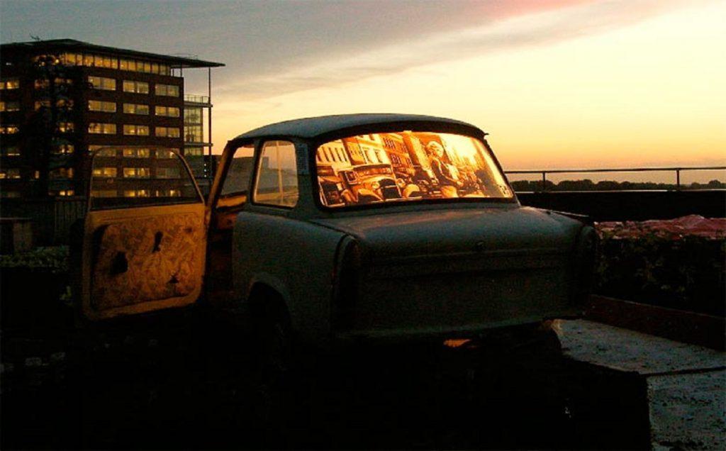 От уличного искусства до выставочных залов: интересные картины из упаковочного скотча от талантливого Макса Зорна