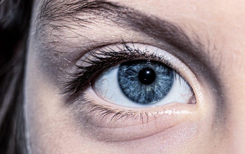 Глаза в глаза: 3 способа выдержать взгляд собеседника