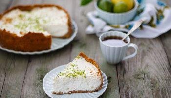 Чизкейк с лаймом и кокосом: пикантный и освежающий пирог