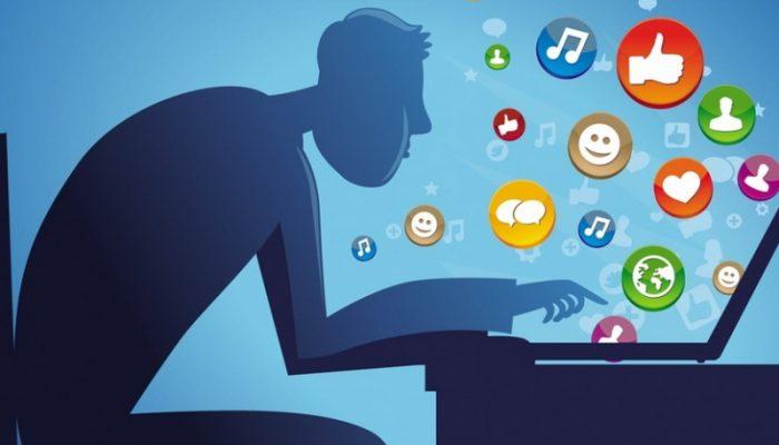 Диванный критик: как человек с низкой самооценкой выдает себя в соцсетях