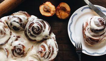 Булочки с корицей: идеальное угощение для завтрака