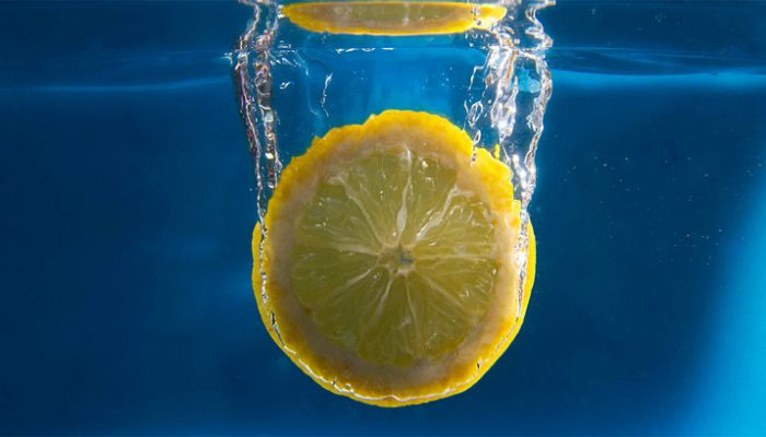 Вода с лимоном: на что влияет и в чем польза
