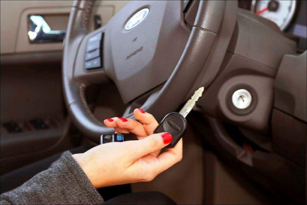 «Сработало прекрасно»: жена постоянно забывала ключи в машине, но муж решил изменить это