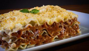Ленивая лазанья: простой рецепт из макарон, фарша и овощей