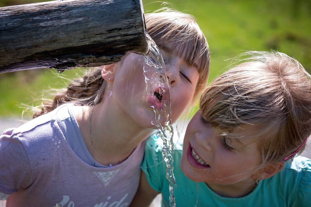 Увлажнение организма: сколько воды нужно выпивать в день