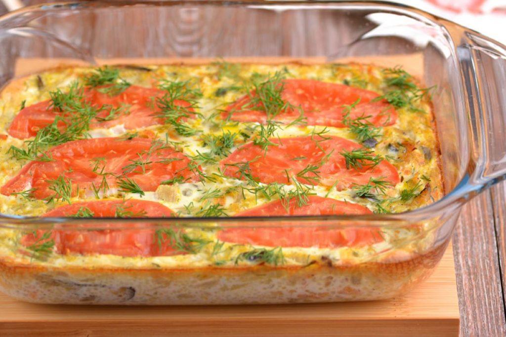 Ужин на скорую руку: рецепт диетической, капустной запеканки с помидорами и сыром