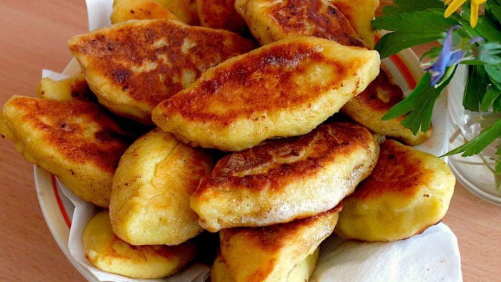 Как в детстве: пирожки из картошки с грибами по бабушкиному рецепту