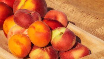 Простой трюк: как уменьшить время созревания персиков