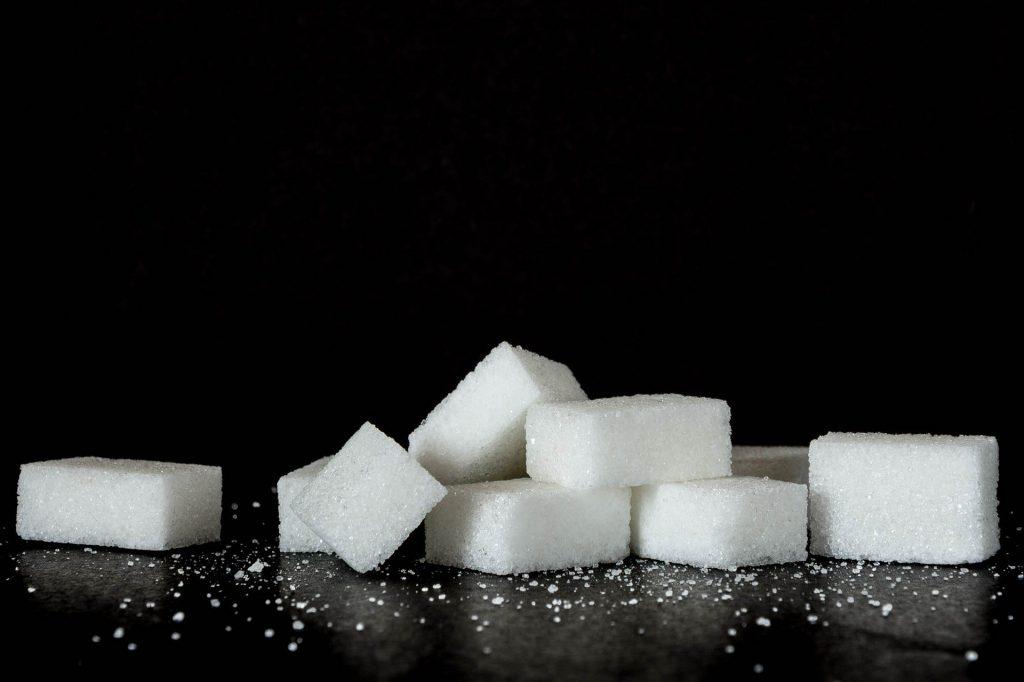 Исключить сладкое: 4 продукта со скрытыми сахарами, которые врачи советуют убрать из питания