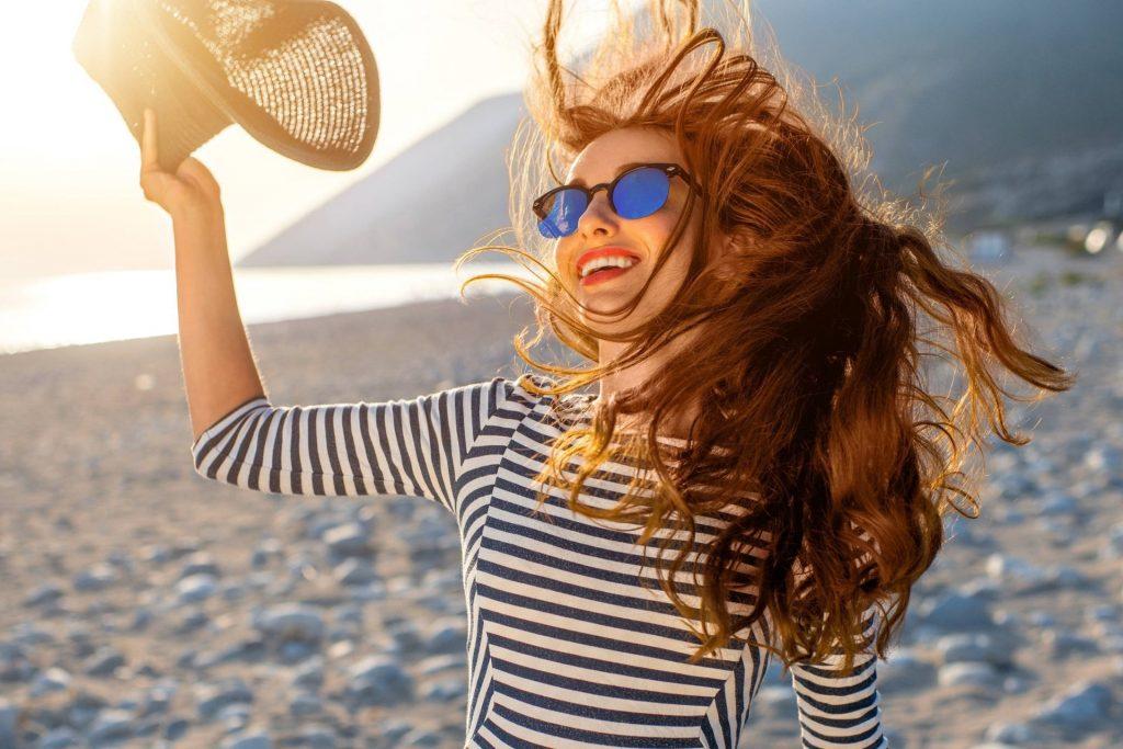 По совету парикмахера: как ухаживать за волосами летом