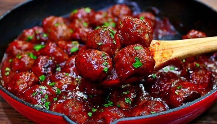 Изысканное блюдо с ноткой пикантности: рецепт мясных фрикаделек в вишневом соусе