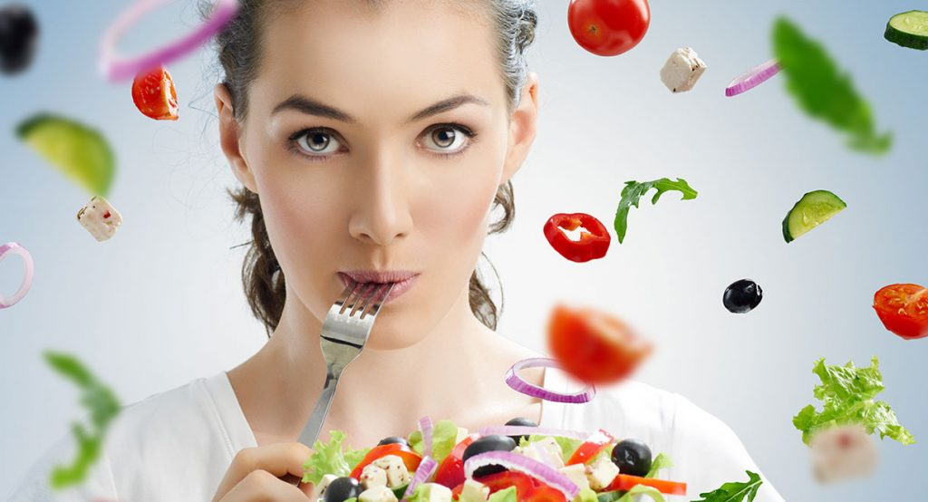 Визуальный эффект: какие продукты нужно есть, чтобы подчеркнуть естественную красоту глаз, скул и цвет лица