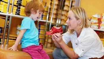 Ножки в комфорте: как правильно выбрать детскую обувь в сад и школу