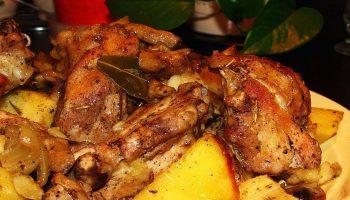 Новый вариант блюда на обед: рецепт нежной курицы по-деревенски