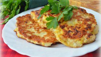 Новый вариант оладьев: рецепт из куриного филе и плавленного сыра