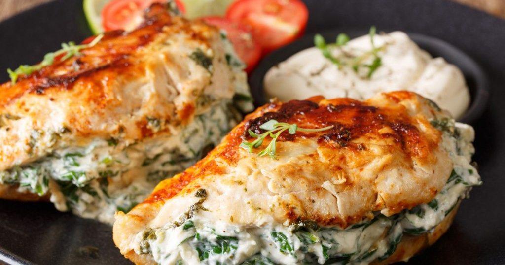Для любителей правильного питания: сытный рецепт с куриной грудкой и творогом