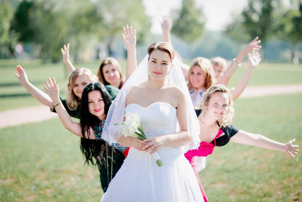 Сезон свадеб: как не затмить невесту и выглядеть стильно