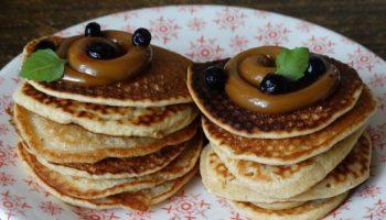 Для вкусного завтрака: рецепт миниатюрных оладьев на кислом молоке