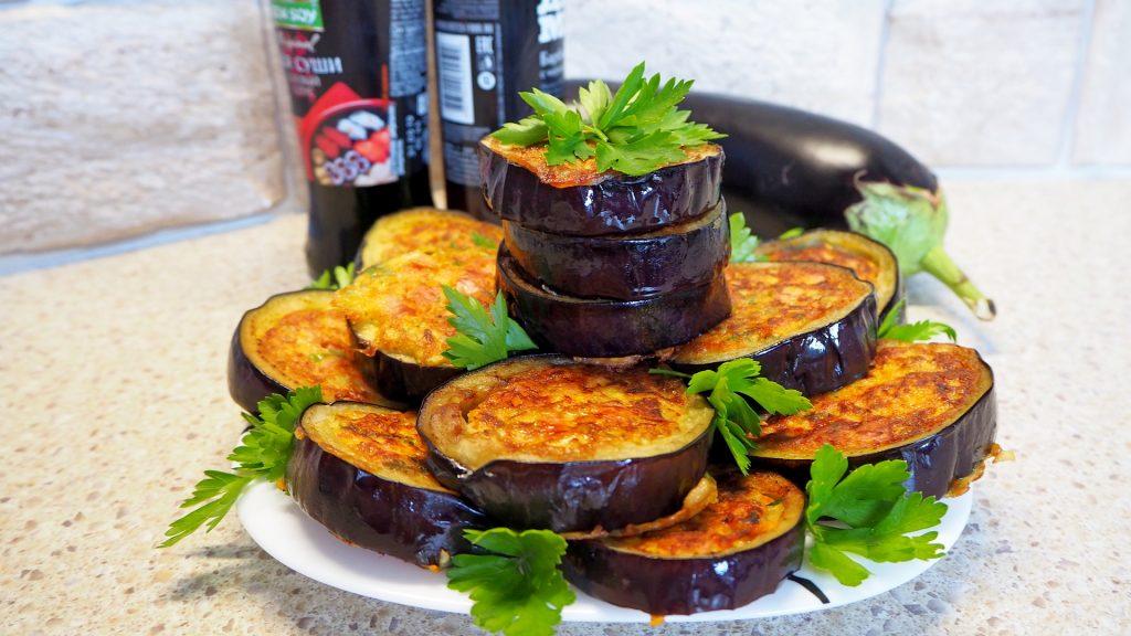 Баклажаны с сюрпризом: вкусный рецепт из простого овоща с сырной начинкой