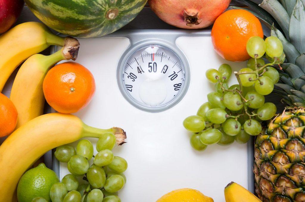 Похудеть на фруктах: какие плюсы и минусы есть у такой диеты