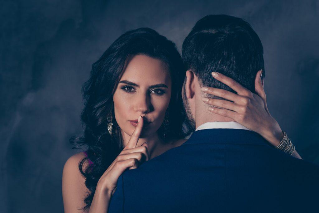 Секреты обольщения: какие у мужчины есть главные слабости и как ими умело управлять?