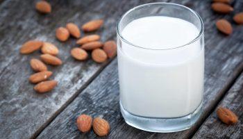 Для здоровья зубов, волос и ногтей: топ-9 продуктов, в которых кальция больше, чем в молоке