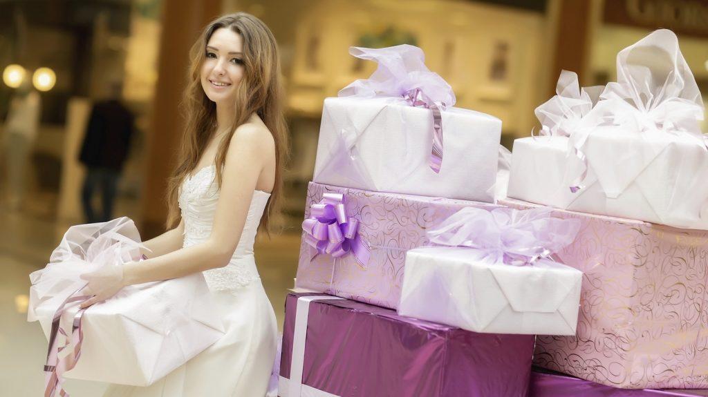 Недорого и полезно: какой подарок преподнести молодоженам, если они заранее не намекнули, что хотят видеть в качестве презента