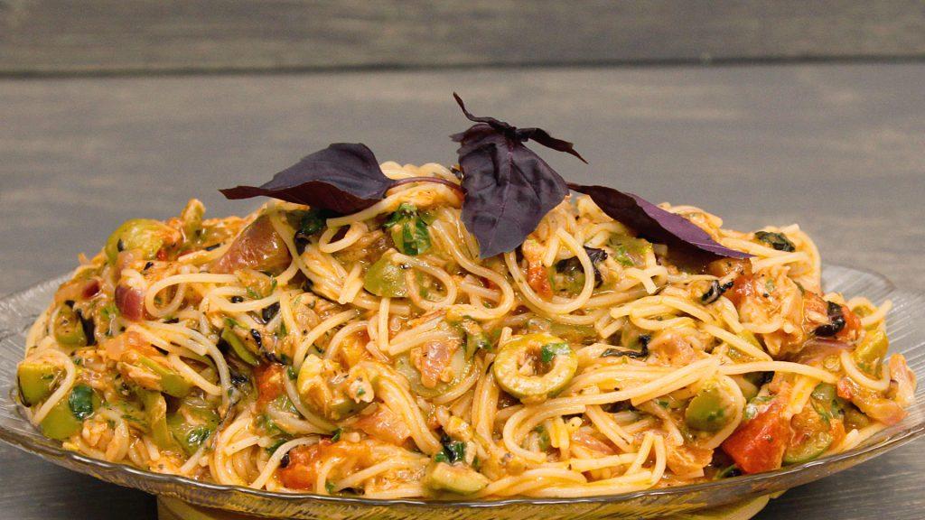 По итальянским традициям: рецепт диетической пасты с тунцом и оливками