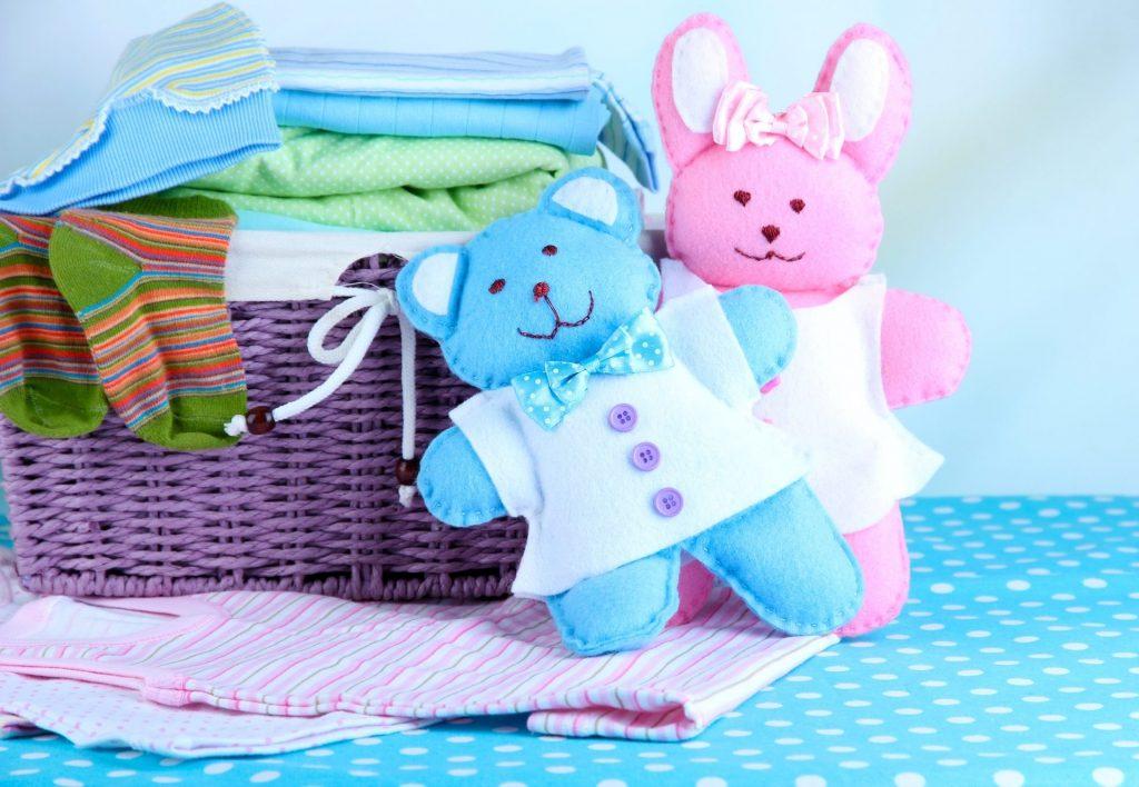 Горка детских вещей: куда пристроить те, из которых ваш малыш вырос