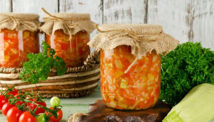 Закуска на зиму: вкусный рецепт нежной скумбрии с кабачками