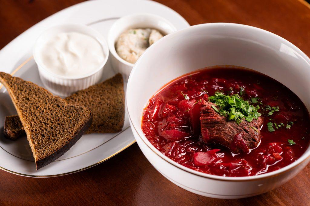 Борщ по-новому: интересный рецепт с соевым соусом и орехами