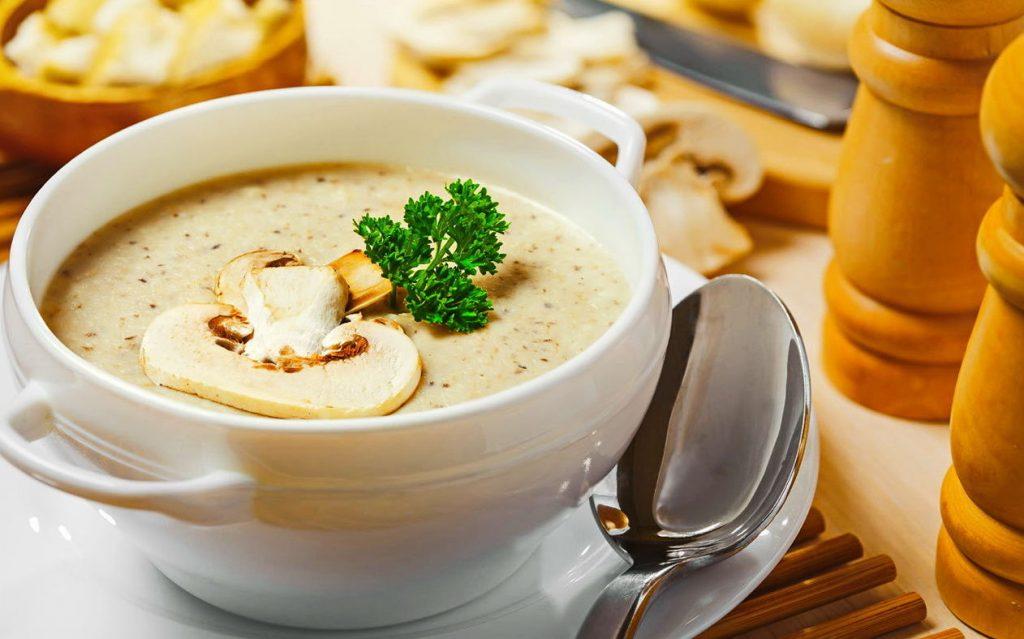 Изысканный обед:  рецепт вкусного, сливочного супа-пюре из белых грибов
